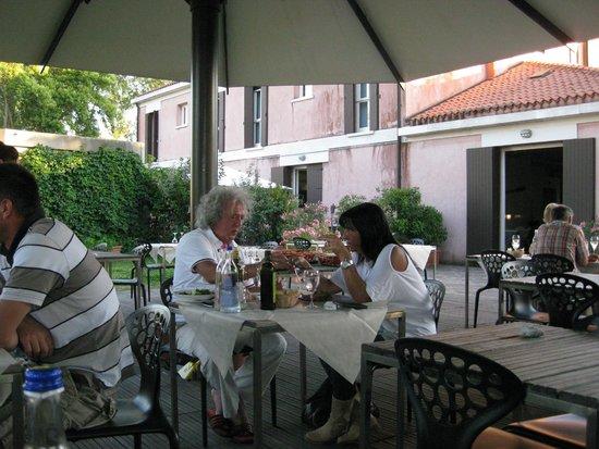 Venice Certosa Hotel : Alfresco dining
