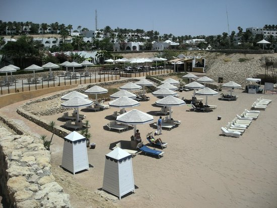 Domina Coral Bay Prestige Hotel: Spiaggia riservata ai clienti dell'Hotel Prestige