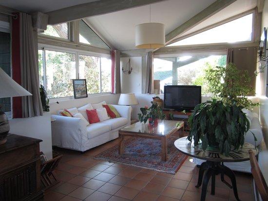 Hotel Laminak: Le salon d'été