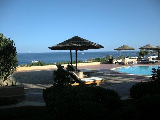Domina Coral Bay Prestige Hotel: Piscina antistante le camere con vista mare
