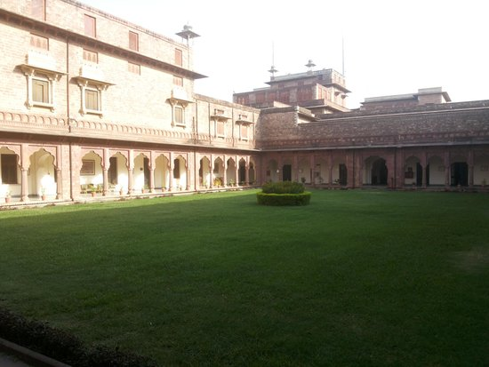 WelcomHeritage Umed Bhawan Palace: haritage building