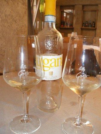 Alla Grotta: Lugana vino tipico del Lago di Garda