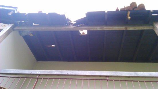Résidence Club mmv Ondres L'Allée des Dunes : Etat de la toiture au dessus de nos têtes