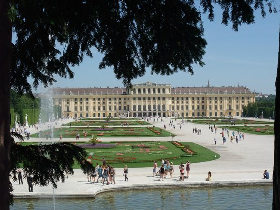 Château de Schönbrunn : View from the fountain