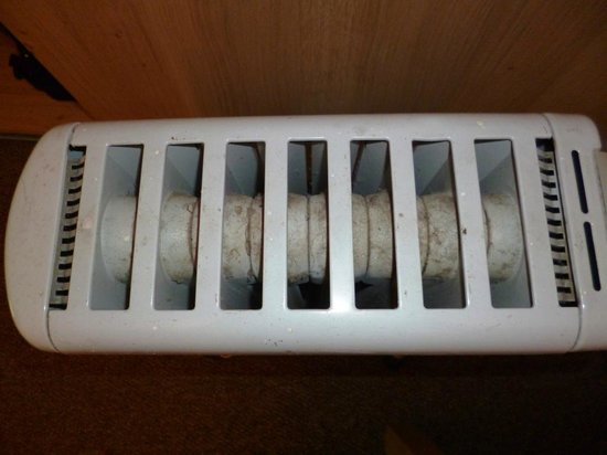 Springfield Guest House: The dirty radiator
