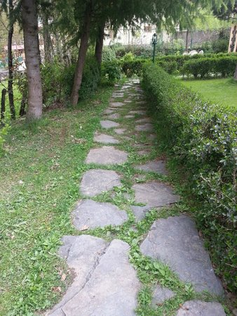 Brown Palace: pathway in front of cottage