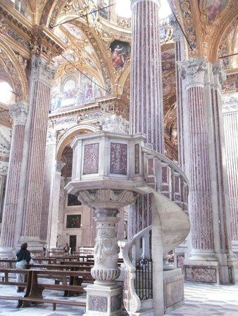 Basilica della Santissima Annunziata del Vastato : Лестница
