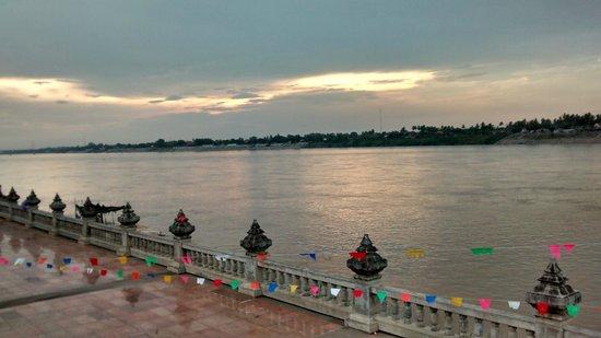Ruan Thai Guest House : Mekong river