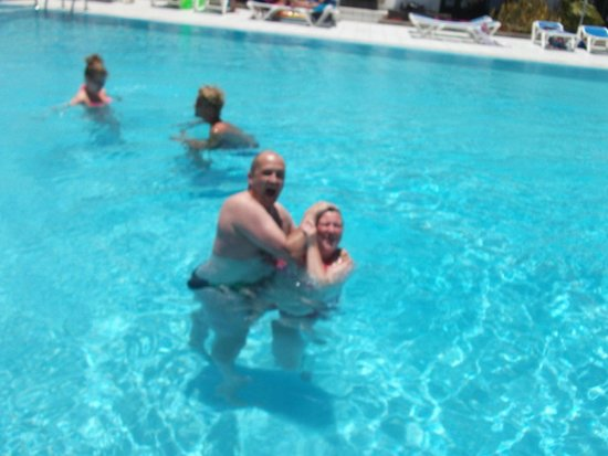 Plaza Azul: pool fun