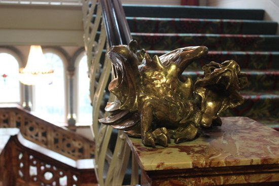 Hotel Russell: staircase dragon