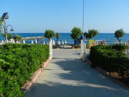 SunConnect Zorbas Village : Выход к пляжу