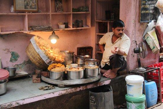 Old Delhi Bazaar Walk & Haveli Visit : Fast Food