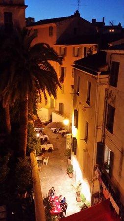 Hotel Palazzu U Domu: cozy street below at night