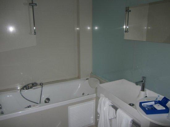 Hotel Agir: Baño