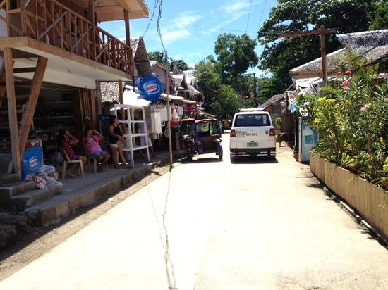 Artista Beach Villas: have to walk 3-5mins from villa to this road to get tuktuk