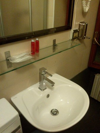 Hotel Bolzano: lavatório