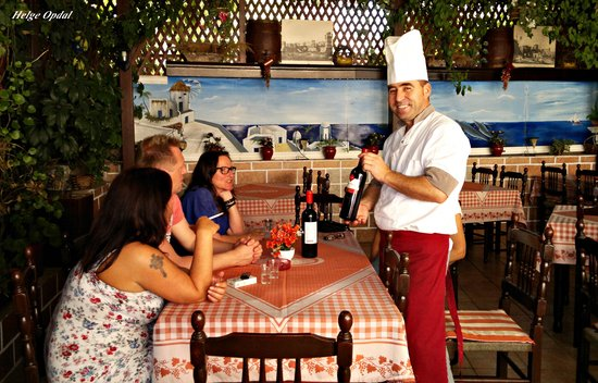 Country Kitchen: Chef Jani recommend a good wine