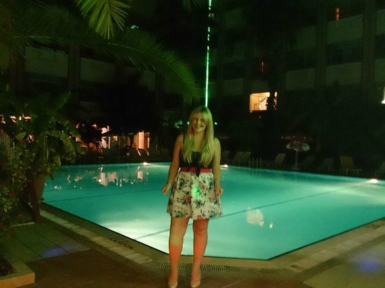 Gazipasa Star Hotel: Pool of a night time