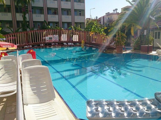 Gazipasa Star Hotel: Last day by the pool