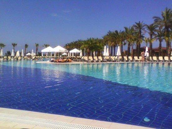 Club Calimera Serra Palace : une des piscine