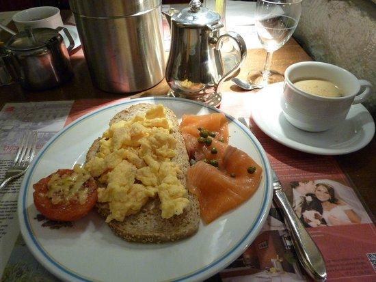 Golden Tulip Hotel Central: Breakfast