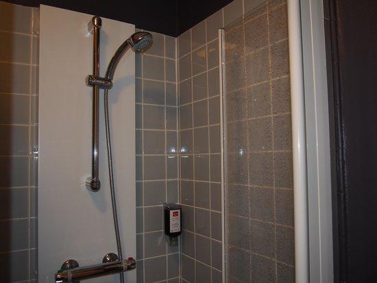 Hôtel du Croisé : douche