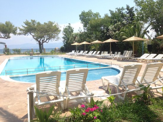 Koulouris Beach Hotel: Pool area!!
