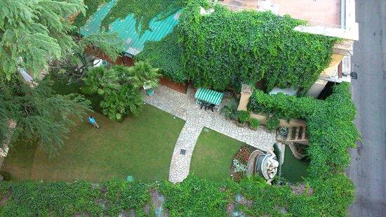 Quirinale Hotel: vue depuis la chambre sur le jardin
