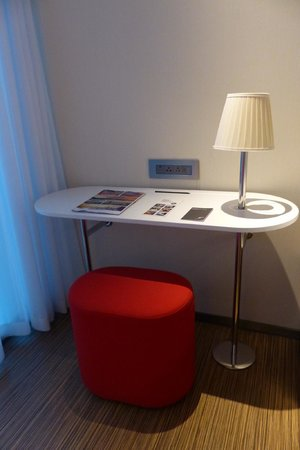citizenM London Bankside: Small room table
