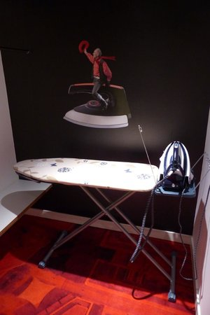citizenM London Bankside: Common room - ironing