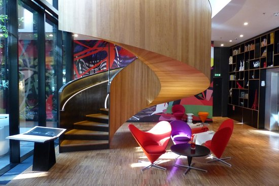 citizenM London Bankside: Stylish staircase