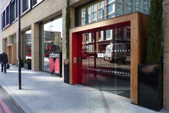 citizenM London Bankside: citizenM - entrance