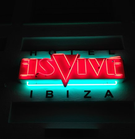 Hotel Es Vive: Hotel Sign