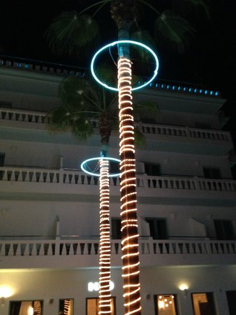Hotel Es Vive: Fancy lights