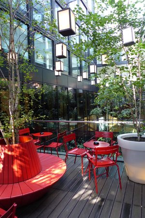 citizenM London Bankside: Second floor outdoor seating area
