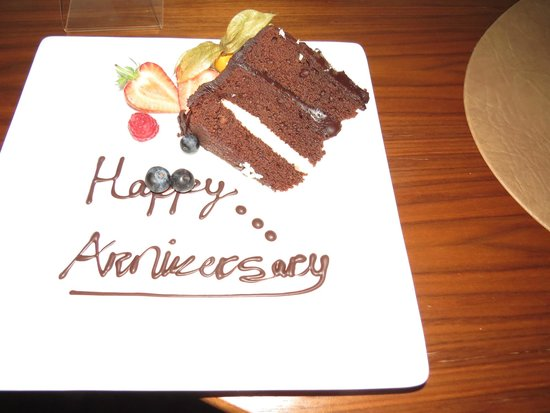 Hilton London Heathrow Airport Terminal 5: Chocolate cake to celebrate our anniversary