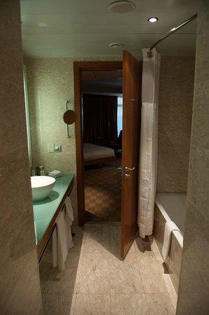 Hilton Diagonal Mar Barcelona: Bathroom Junior Suite No. 620
