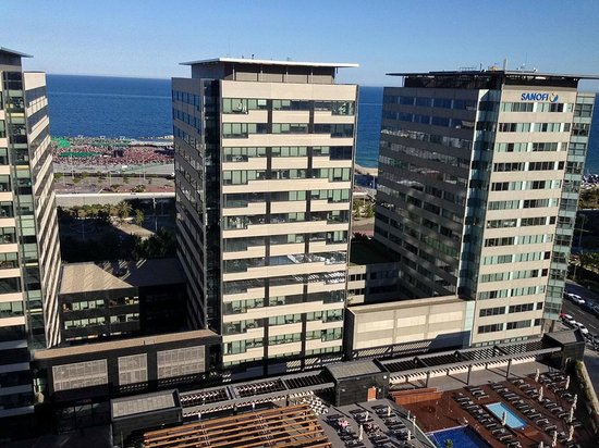 Hilton Diagonal Mar Barcelona: View from the executive lounge to the festival area.