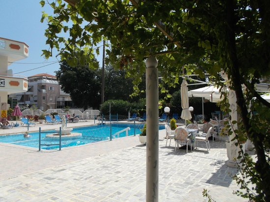 SunCity Hotel Studios: pool