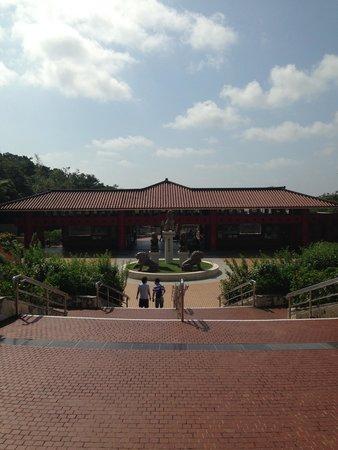 入ってすぐの大迫力 - Picture of Okinawa World Bunka Okoku Gyokusendo, Nanjo - TripAdvisor