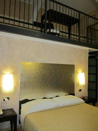 BEST WESTERN Crystal Palace Hotel : Standard double with split mezzanine level