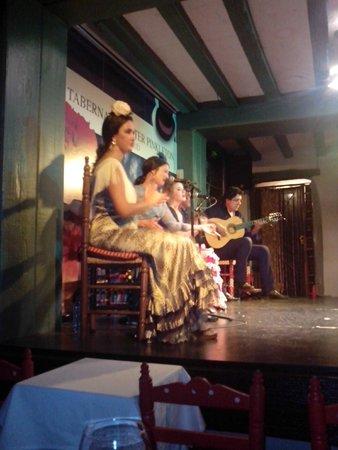 La Taberna de Mister Pinkleton: Vista lateral del cuadro flamenco