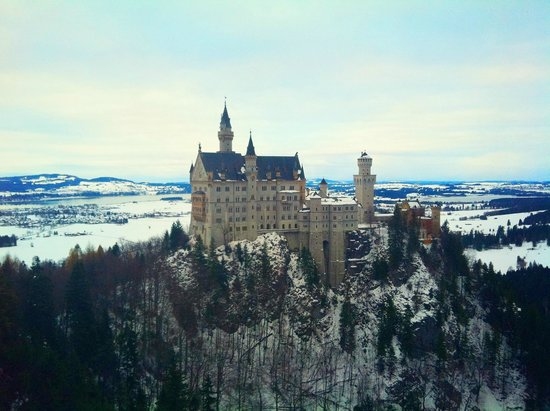Castillo de Neuschwanstein: View from the bridge