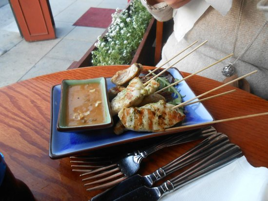 Sunset Trocadero Lounge: chicken satay