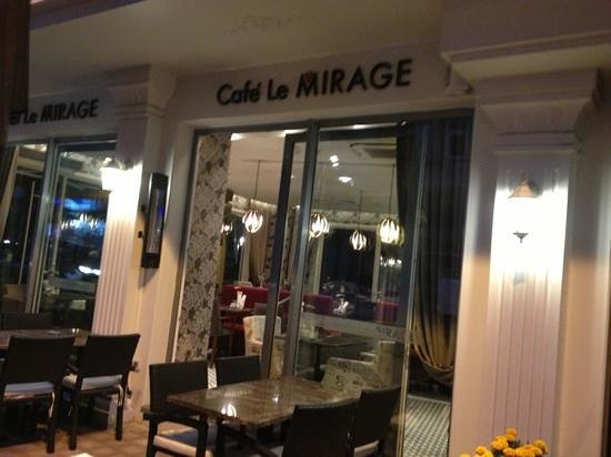 Hotel Le Mirage: Entrance to the restaurant@cafe