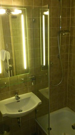 Leonardo Hotel & Residence München: Bathroom