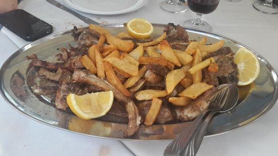 Arsenis Taverna Iseris : lamb ribs