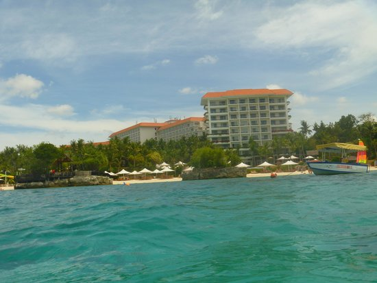 Shangri-La's Mactan Resort & Spa: view of resort from the water