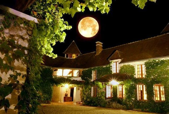 La Bichonniere Chambres d'Hotes : By a full moon evening