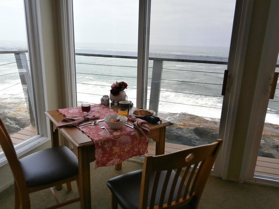 Channel House : Overlooking the ocean